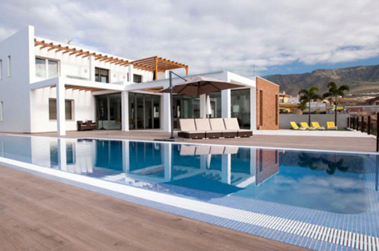 villa for sale in La Caleta