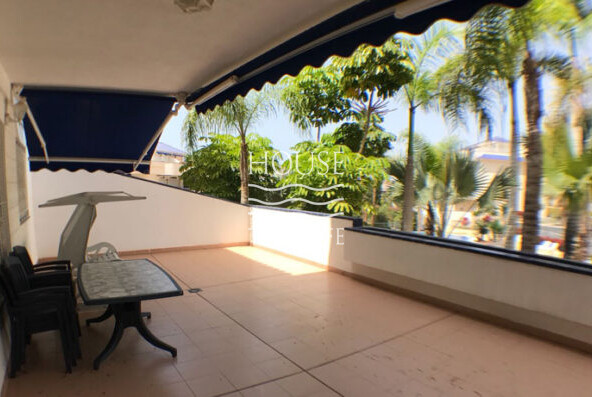 The apartment is in a beautiful residential complex in the heart of Los Cristianos.